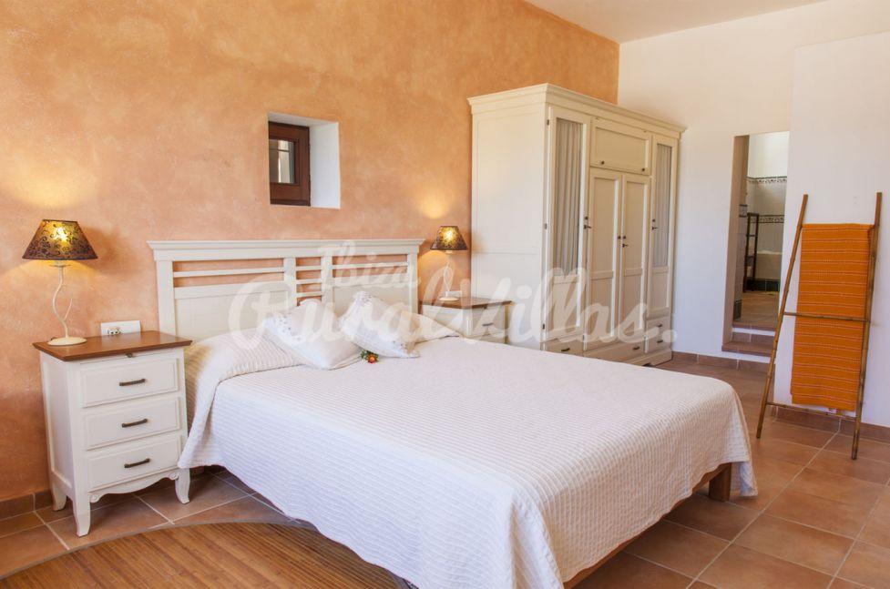 Can cam alquiler villa en ibiza ibiza rural villas for Alquiler de habitaciones para 3 personas